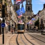 La rue Jeanne d'Arc s'est parée de ses plus beaux atours pour les fêtes de Loire. 3