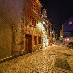 Le soir dans la rue de la charpenterie au-dessus du Châtelet, le patrimoine a été mis en valeur par les éclairages de la ville. 1