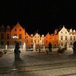 Photos de nuit autour de la Place de l'Étape avec notamment l'hôtel Groslot et le Cathédrale Sainte-Croix. 3