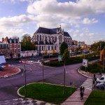 Carrefour du Boulevard de Verdun et de l'Avenue de Paris avec au fond l'église Saint Paterne 1
