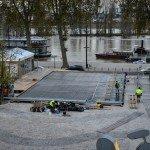 La patinoire se monte sur la place de Loire pour les fêtes de fin d'année. 1