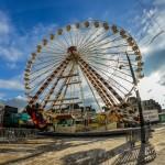 Ça-y-est, notre grande roue est montée sur la place du Martroi perpendiculairement à la rue de la République. 2