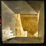 Sous la place du Martroi subsiste les vestiges de l'ancienne ville. Cette lucarne dans le sol permet de visualiser une des portes de l'époque. 1