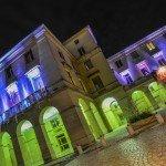 Pour ces fêtes de fin d'année, c'est au tour du conseil régional, à droite de la cathédrale, de revêtir de chatoyantes couleurs 2