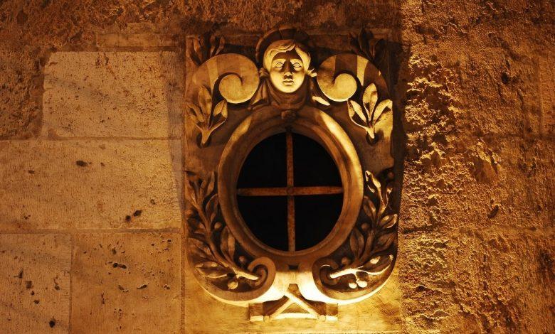 Pouvez-vous me dire où se situe cette lucarne photographiée à Orléans ? 1