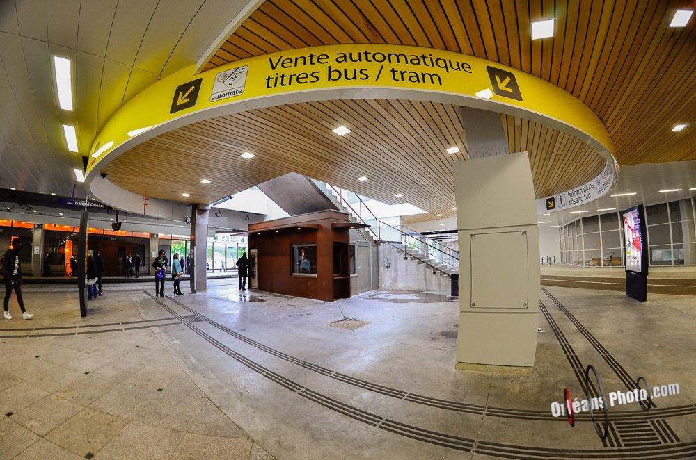 un petit tour dans le nouveau centre bus pour info orl ans. Black Bedroom Furniture Sets. Home Design Ideas