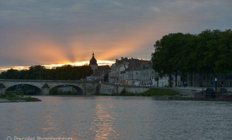 Images du jour : magnifique coucher de soleil entre les nuages hier soir 1