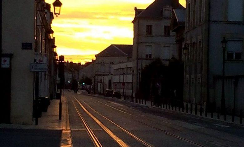 Photo d'une levée de soleil sur la rue des Carmes ... 1