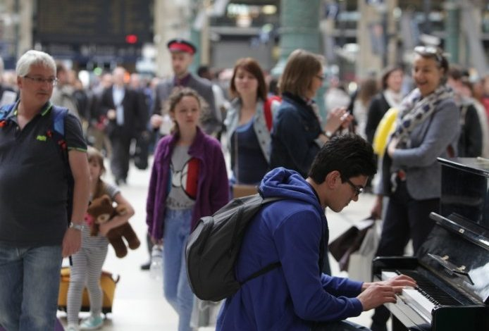 Gare d'Orléans, à vous de jouer avec le piano et gagner ...  1