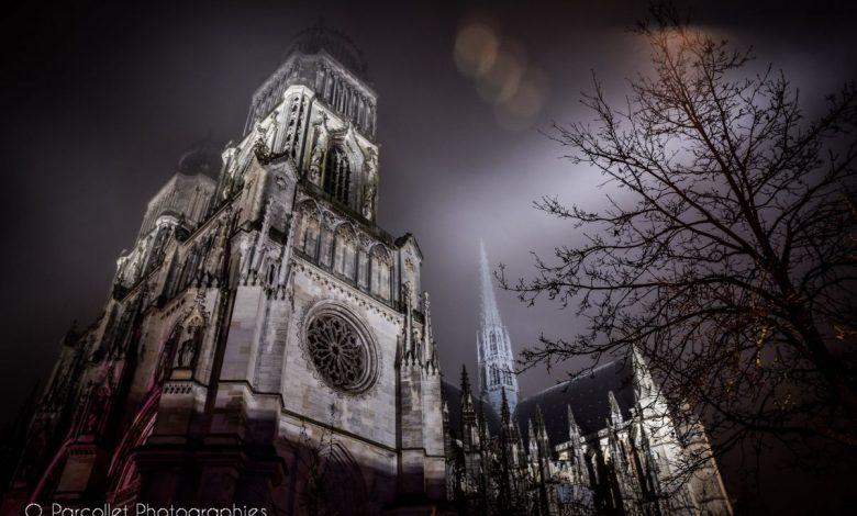 Photos du soir : La Cathédrale Sainte-Croix se couvre d'un linceul de brouillard 1