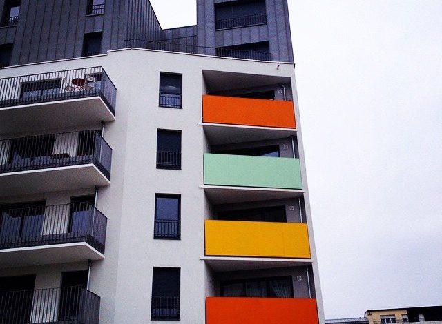 Et une façade d'immeuble de plus ... 1