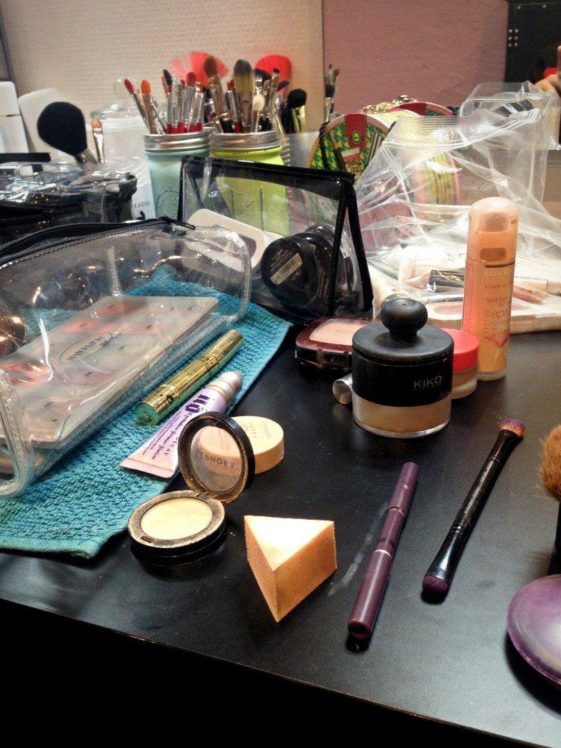 pendant le cours, on utilise mon maquillage mais aussi celui de Marion si besoin