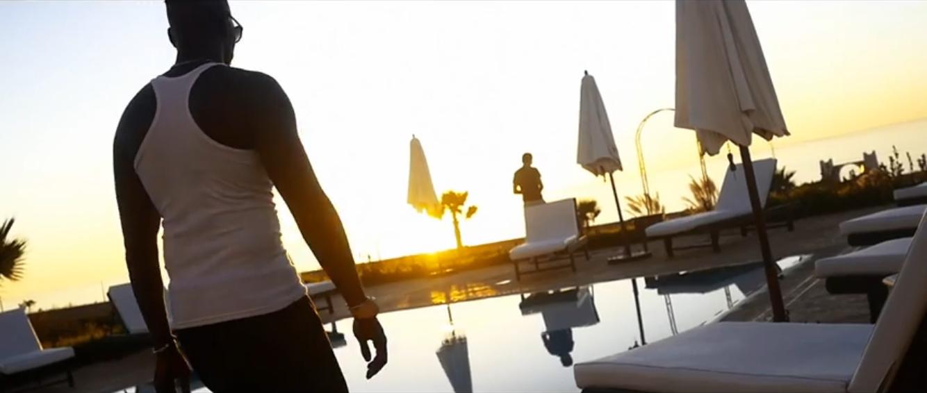 """Izno nous réchauffe avec son nouveau clip """"Allo la Terre"""" 1"""