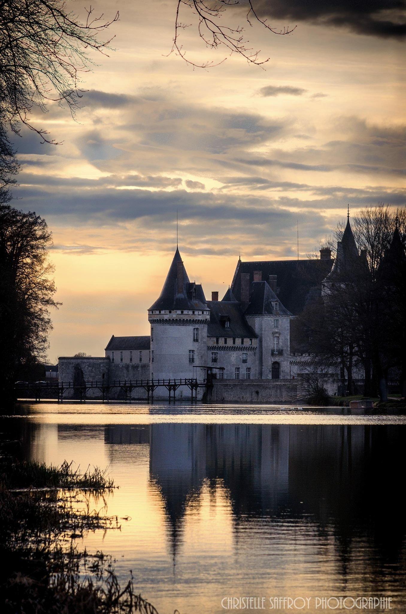 Coucher de soleil au Château Sully-sur-Loire