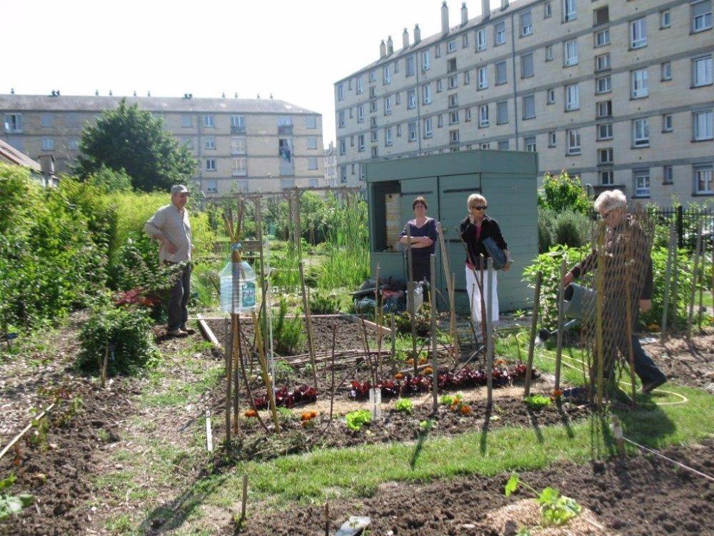 Le jardin partag d 39 emmanuel a r ouvert ses portes pour for Jardin d aywiers 2016