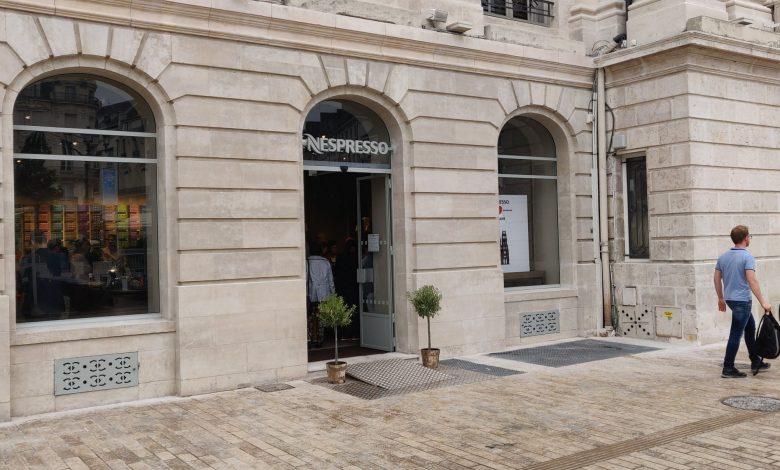 Nespresso a ouvert Place du Martroi 1