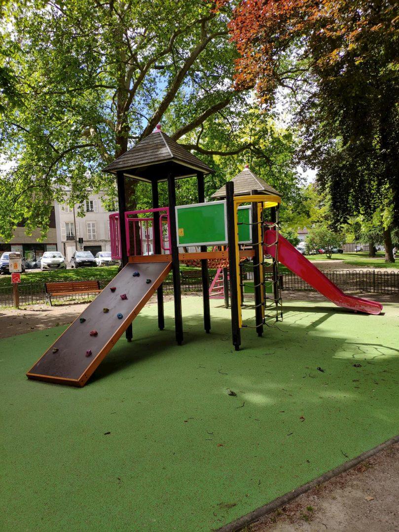 Carte: où trouver les meilleures aires de jeux pour enfants à Orléans ? 50