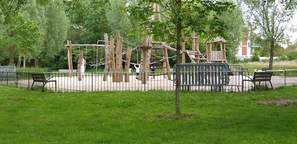 aire de jeux enfants étuvée parc