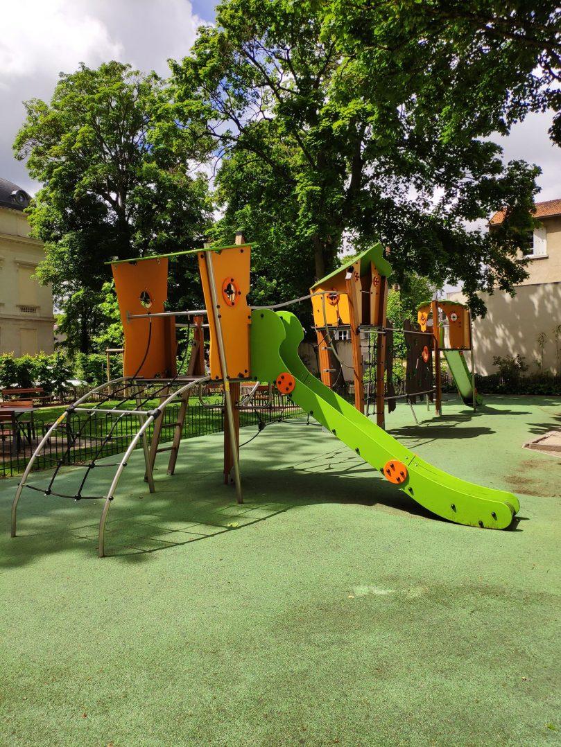 Carte: où trouver les meilleures aires de jeux pour enfants à Orléans ? 12