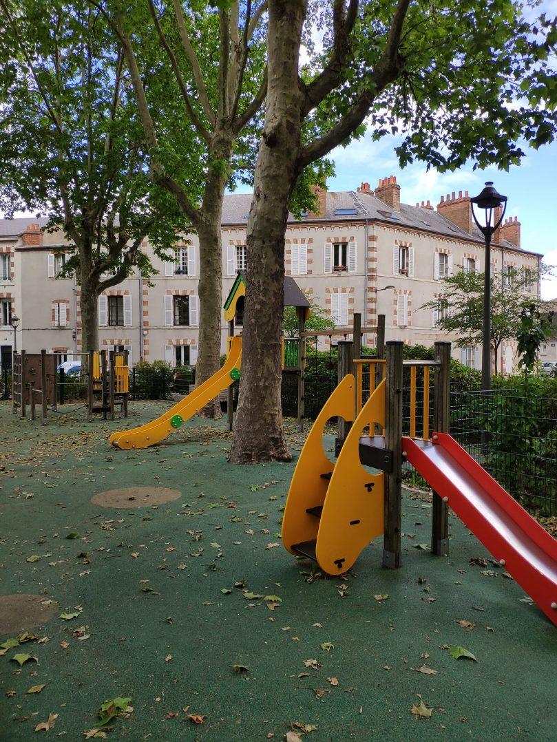 Carte: où trouver les meilleures aires de jeux pour enfants à Orléans ? 46