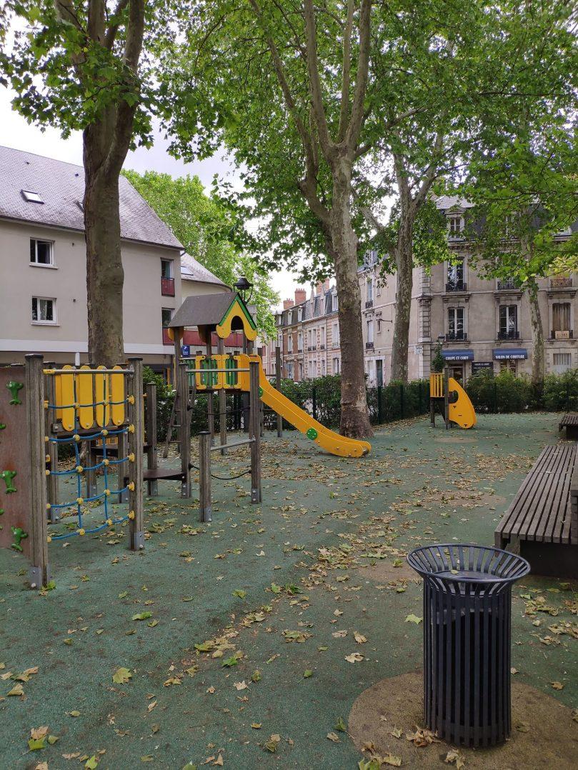 Carte: où trouver les meilleures aires de jeux pour enfants à Orléans ? 48