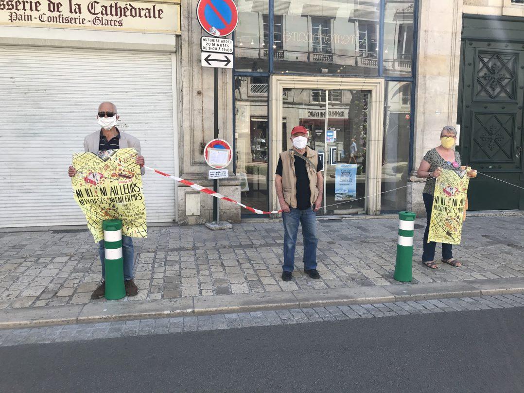 Une chaîne humaine solidaire hier en centre-ville 2
