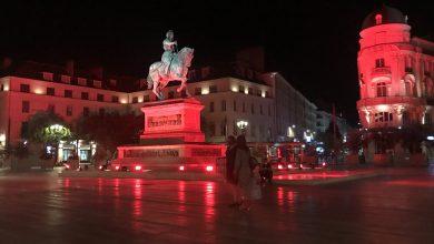 Photo de La statue de Jeanne d'Arc voit rouge
