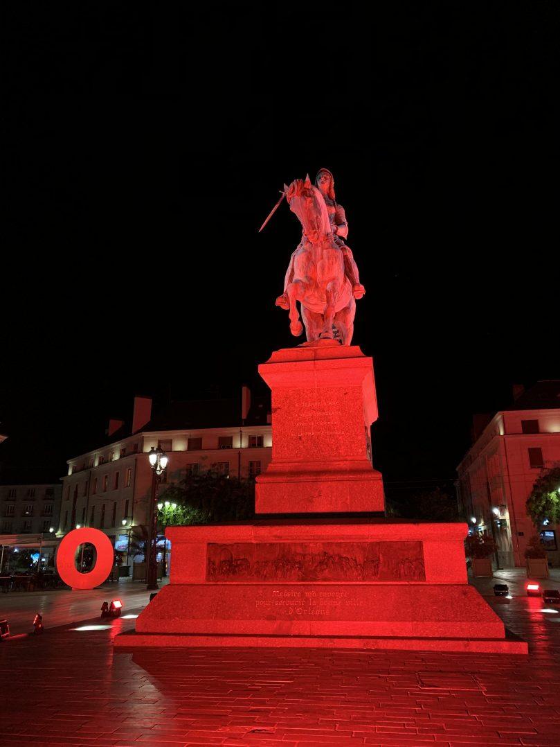 La statue de Jeanne d'Arc voit rouge 2