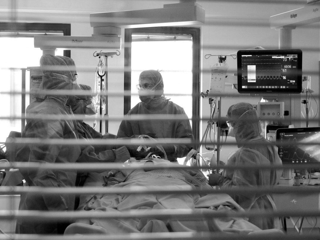 COVID-19 : Trois expositions consacrées aux personnels soignants. 16