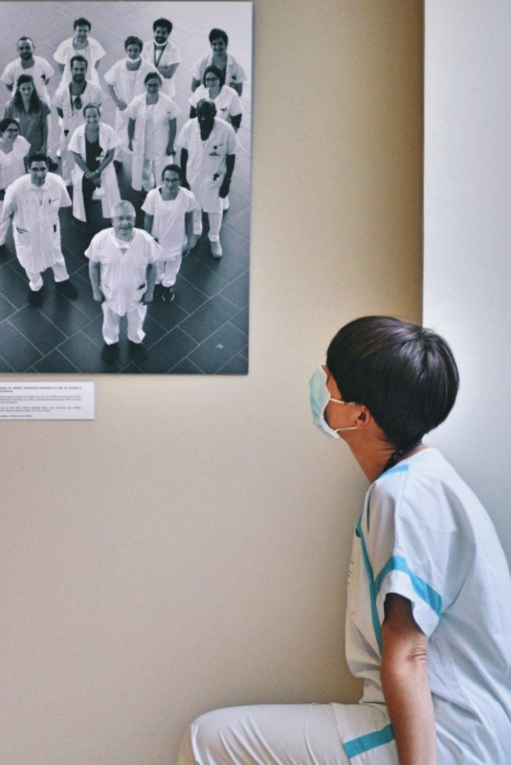 COVID-19 : Trois expositions consacrées aux personnels soignants. 13
