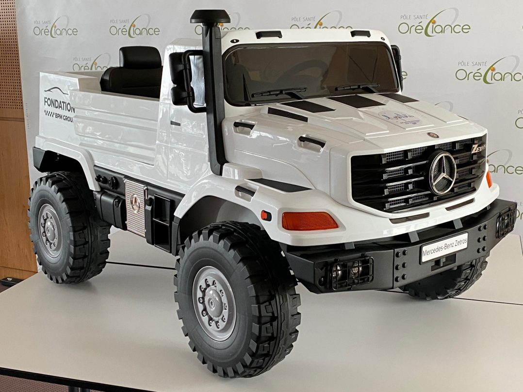 Remise d'un camion électrique au Pôle Santé d'Oréliance 2