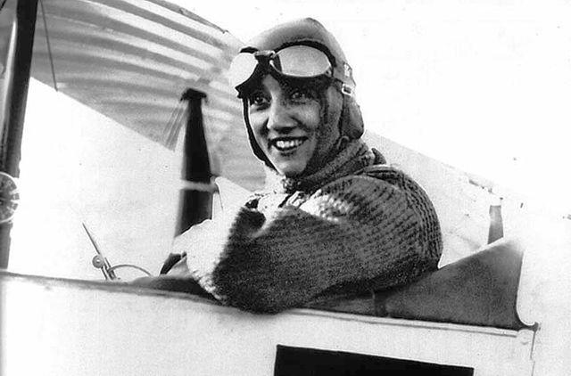 Mise à l'honneur d'Adrienne Bolland, aviatrice Loirétaine 1