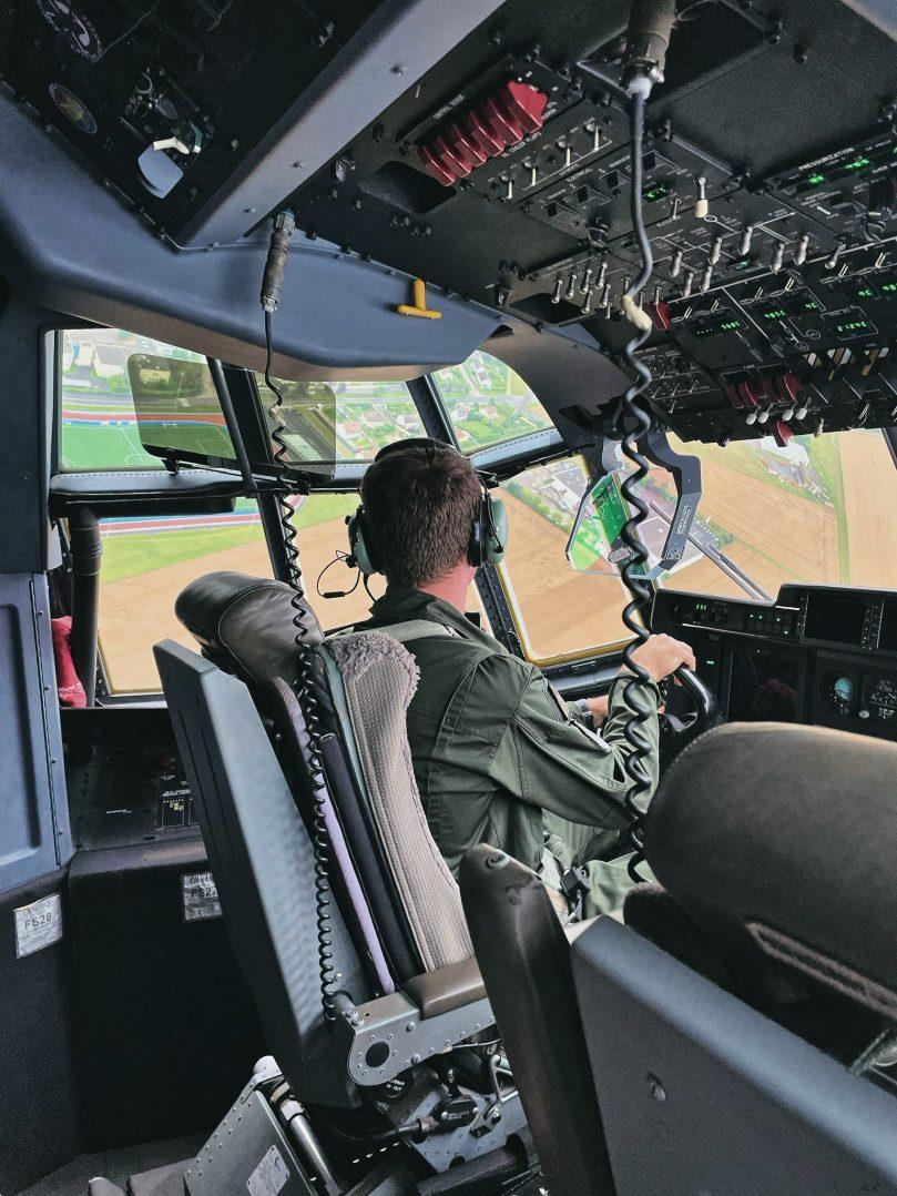 A bord du C-130J pour le défilé du 14 juillet. 8