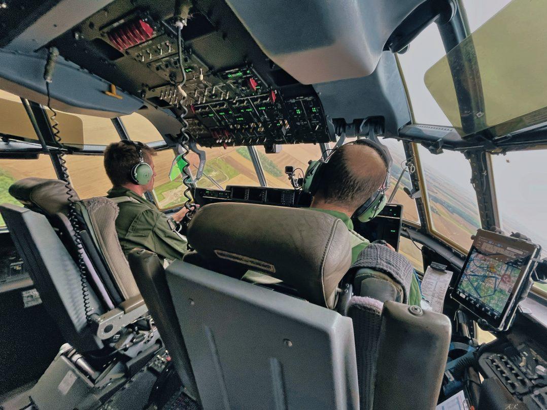 A bord du C-130J pour le défilé du 14 juillet. 11