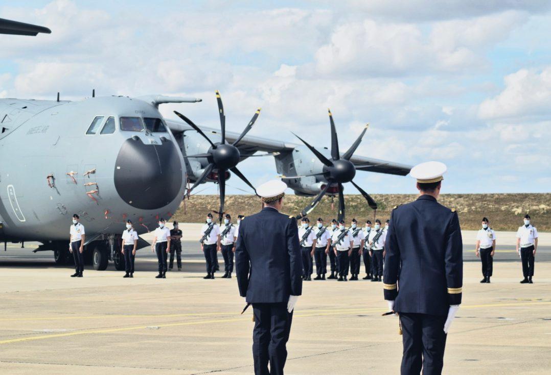 La base aérienne 123 d'Orléans-Bricy accueille l'escadron de transport 4/61 «Béarn». 3