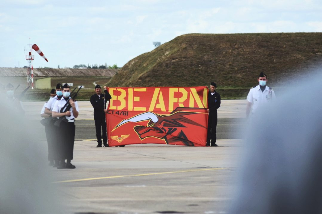La base aérienne 123 d'Orléans-Bricy accueille l'escadron de transport 4/61 «Béarn». 5