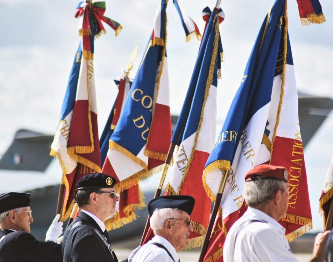 La base aérienne 123 d'Orléans-Bricy accueille l'escadron de transport 4/61 «Béarn». 6
