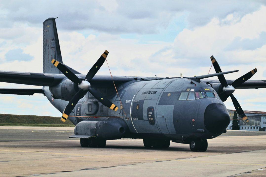La base aérienne 123 d'Orléans-Bricy accueille l'escadron de transport 4/61 «Béarn». 21