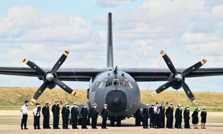 La base aérienne 123 d'Orléans-Bricy accueille l'escadron de transport 4/61 «Béarn». 1