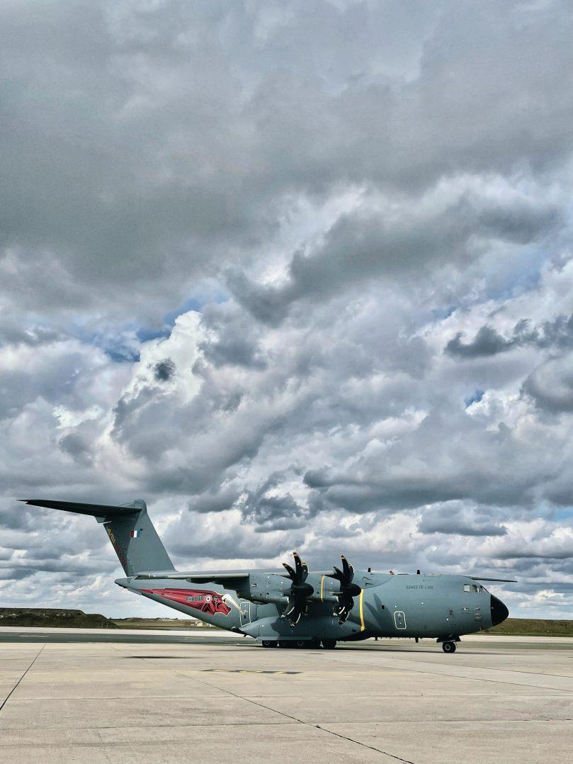 La base aérienne 123 d'Orléans-Bricy accueille l'escadron de transport 4/61 «Béarn». 2